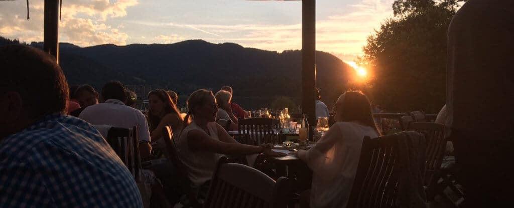Freundschaft braucht Abwechslung Essen gehen am See Freundin finden Gruppen