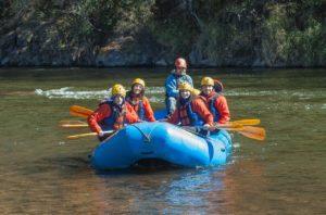Rafting auf der Isar mit Freunden